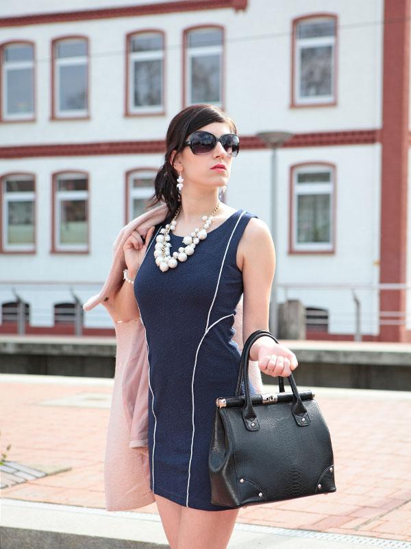 Welche Strumpfhose Zu Blauem Kleid Welche Strumpffarbe Zu
