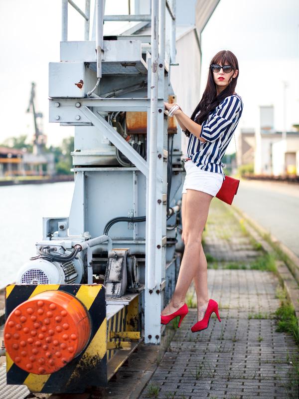 Bild mit Outfit Maritim