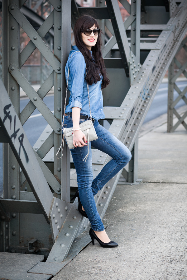 Bild: Streetstyle, Double Demin, Jeans All Over Look, Mini Mac, Blue Jeans, Perlenarmband, Charm, Sunglasses, Fashion, Fashionblogger, Hannover