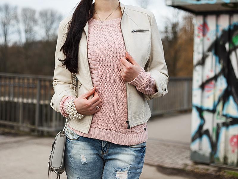 Streetstyle aus Hannover, Ivory, Lookbook, Fashion, Fashionblogger, Beanie, beige Lederjacke, Rosa Grau, Alternative, Edgy, Cool, Look , lange Haare