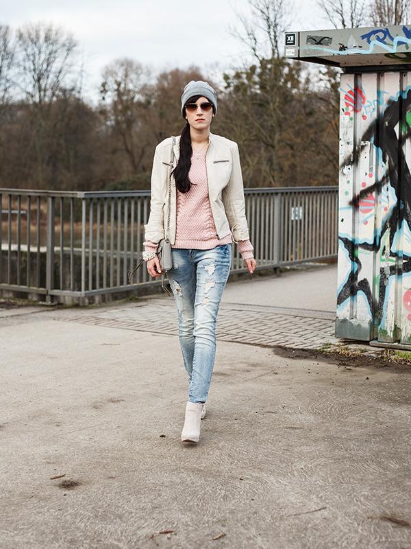 Streetstyle aus Hannover, Ivory, Lookbook, Fashion, Fashionblogger, Beanie, beige Lederjacke, Rosa Grau, Alternative, Edgy, Cool, Look