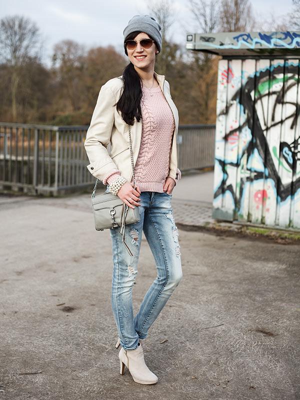 Streetstyle Hannover Lookbook Fashionblhgger destroyed Jeans Lederjacke beige Beanie Grau Fashionblogger