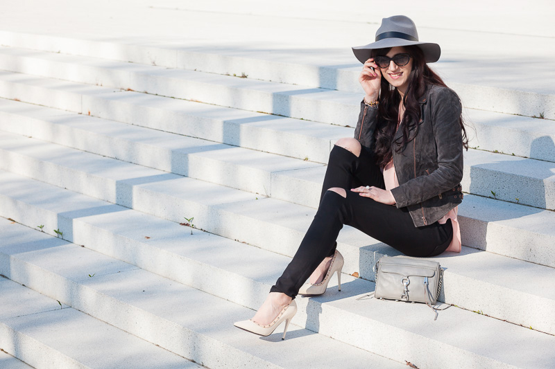Bild Outfit, Streetstyle, Blogger, Look, Fashion, Hannover, Hut, Lederjacke, Jeans mit Rissen, Mini Mac, Style, Trend, Fashionable, kombinieren