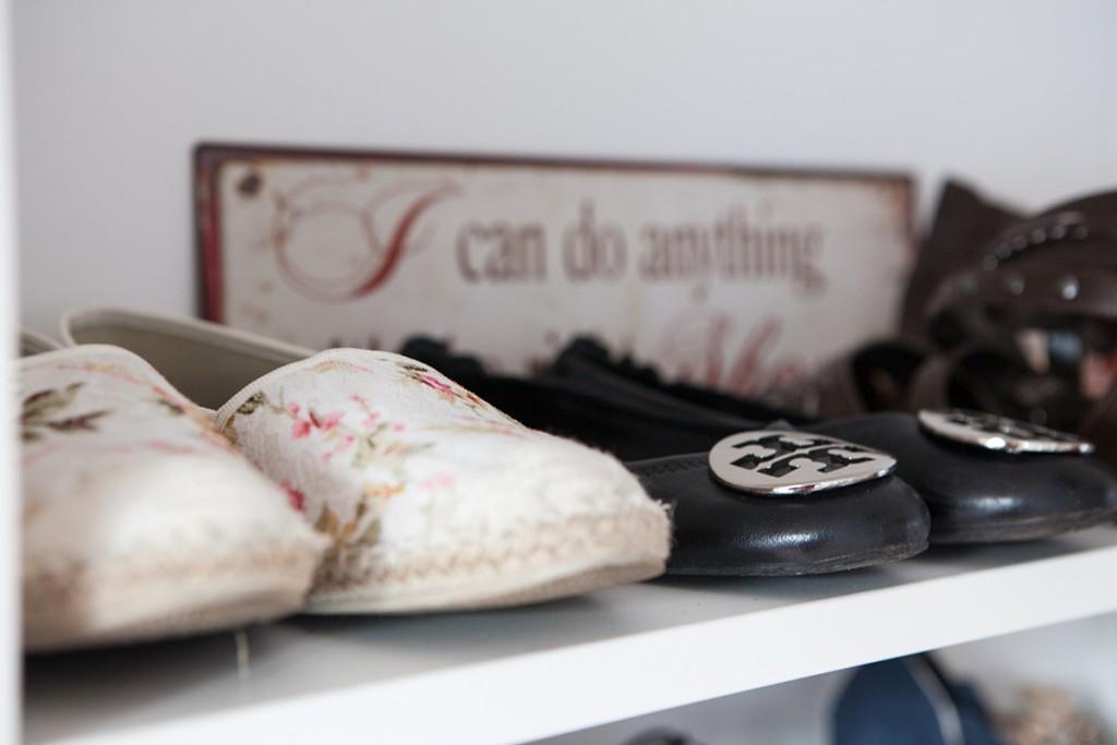 Bild Home, Dekoration, Interieur, Interior, sweet Home, Ankleidezimmer, begehbarer Kleiderschrank, Inneneinrichtung, Wohnungseinrichtung, Romtour, Blogger, Fashionblogger, Hannover, Wohnen, Living, Schuhregal, Taschenregal, Kleiderstange, , Dekoration, Inspiration