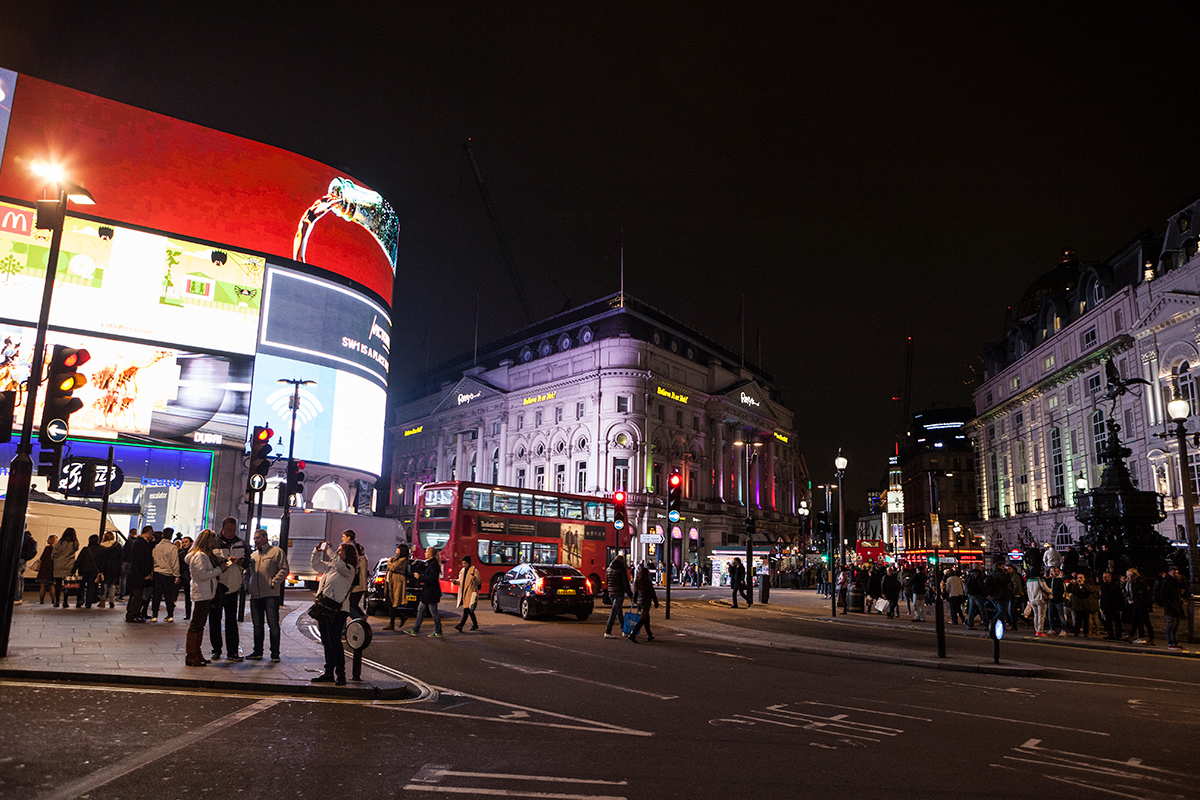 London, Travel, red Busses, Big Ben, Piccadilly Circus, by night, Reisebericht, Reiseblogger, Fashionblogger, Hannover